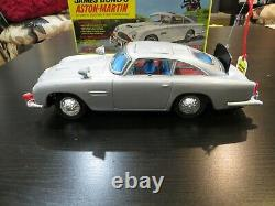 VINTAGE GILBERT JAMES BOND ASTON MARTIN DB5 NEAR MINT -CAR REALLY SHINES! WithBOX